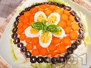 Рецепта Празнична / новогодишна солена палачинкова торта с риба тон, варени яйца, майонеза и кисели краставички